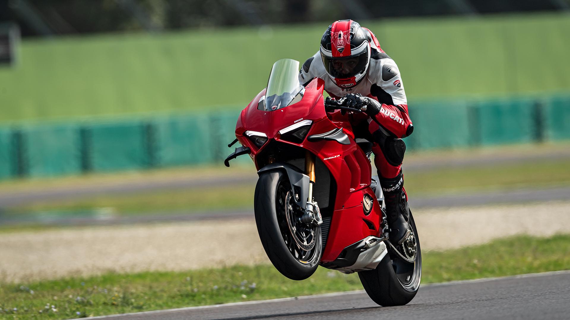 Ducati Panigale V4S in rot auf der Rennstrecke