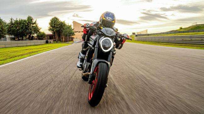 Ducati Monster auf der Rennstrecke